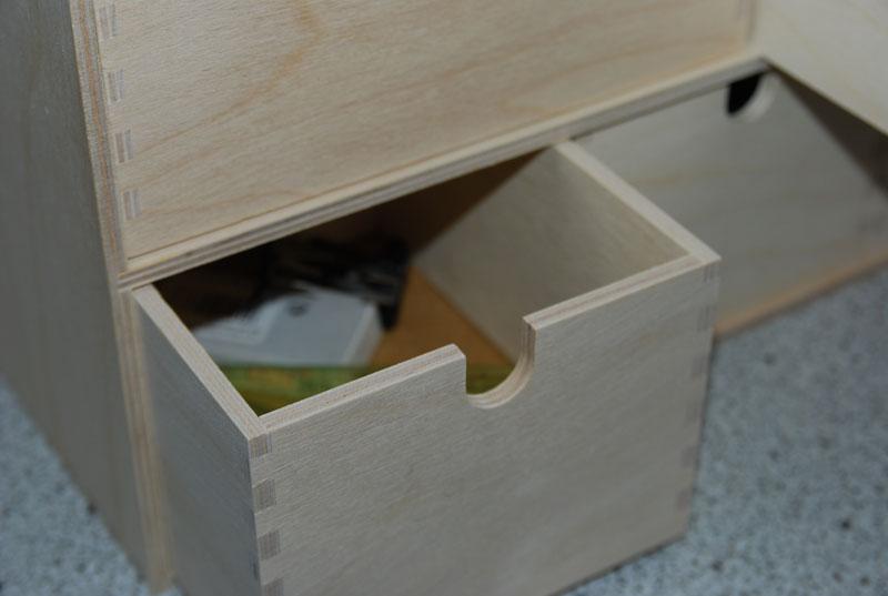 Schubladenelement aus einfachem Birkensperrholz.