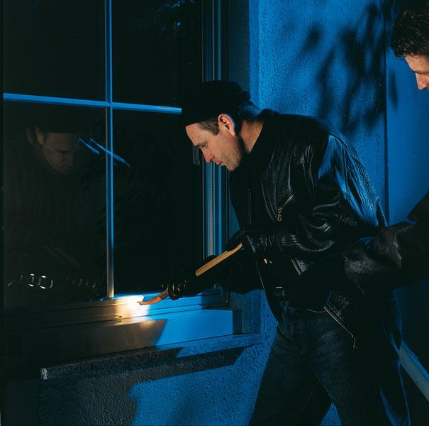Wie man fenster und t ren gegen einbrecher absichert - Fenster sichern gegen aufhebeln ...