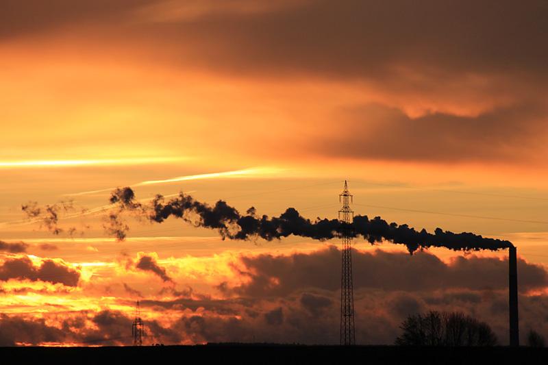 Schornstein im Sonnenuntergang
