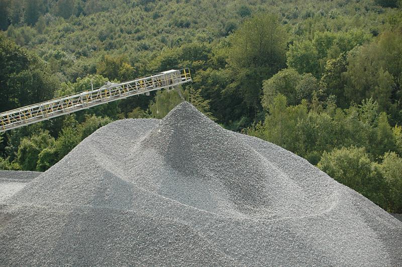 Zerkleinerter Kalkstein im Tagebau